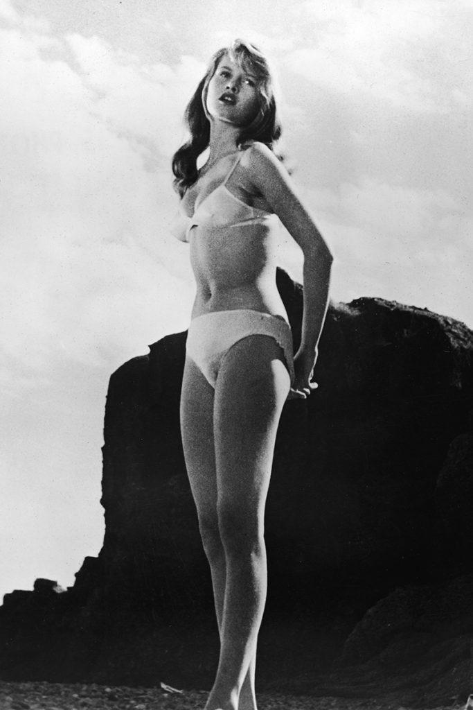 Брижит Бардо («Манина, девушка в бикини», 1952)