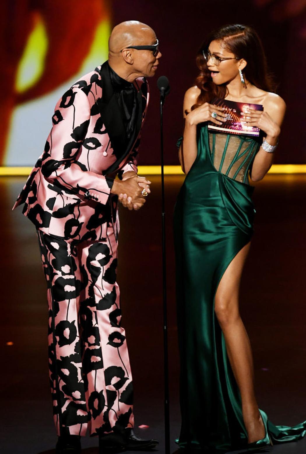Ковровая дорожка «Emmy-2019»: элегантность и немного латекса